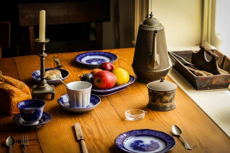 סוגים ומאפיינים של שולחנות מטבח