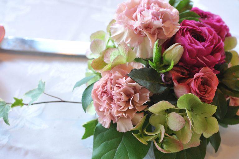 איך מתאימים שזירת פרחים לאירוע